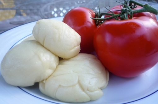 Mozzarella-and-tomatoes
